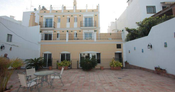 cheap hotels in Nerja